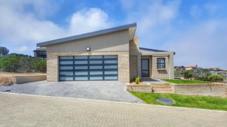 Property & Real Estate Sales - House in Dana Bay, Mossel bay, Dana Bay, South Africa