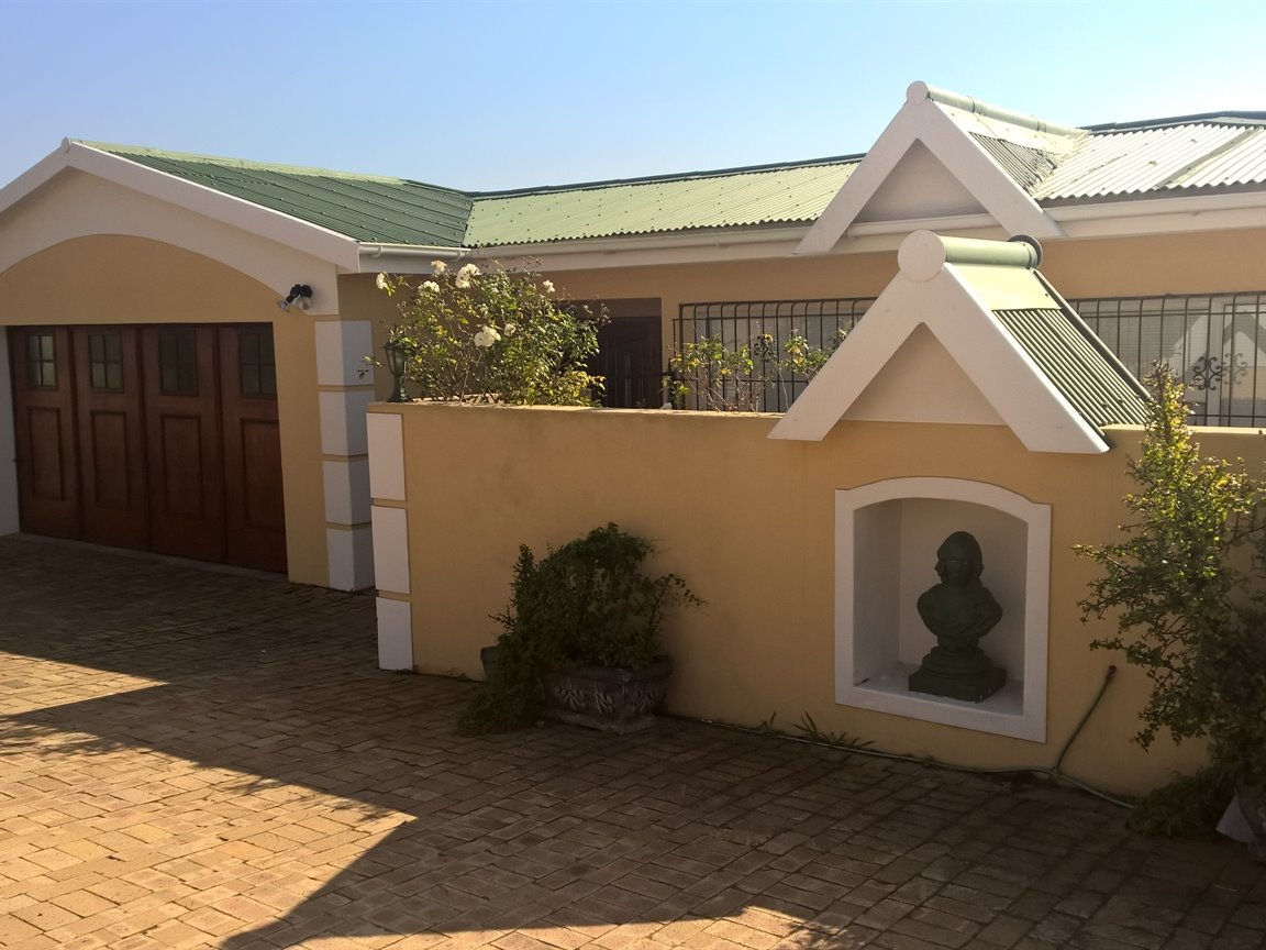 Property & Real Estate Sales - House in Mossel Bay Central, Mossel Bay, Mossel Bay, South Africa