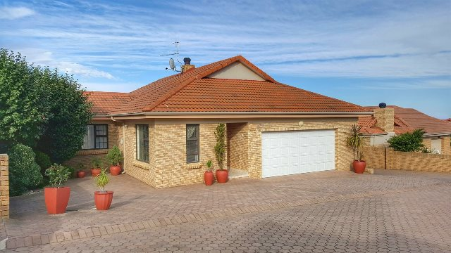Property & Real Estate Sales - House in Heiderand, Mossel Bay, Mossel Bay, South Africa