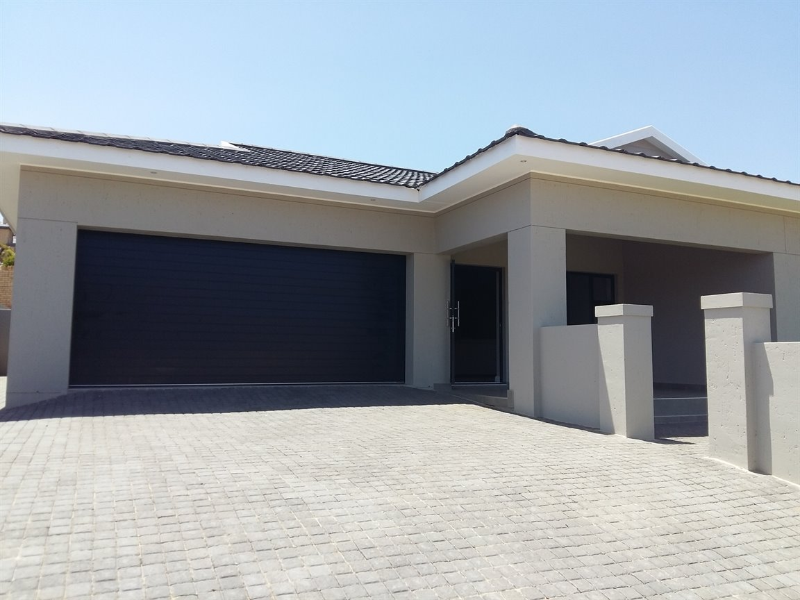 Property & Real Estate Sales - House in Monte Christo, Hartenbos, Mossel Bay, South Africa