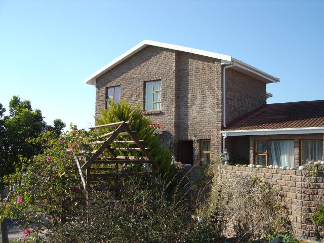 Property & Real Estate Sales - House in Fraaiuitsig, Rheebok, Garden Route, South Africa