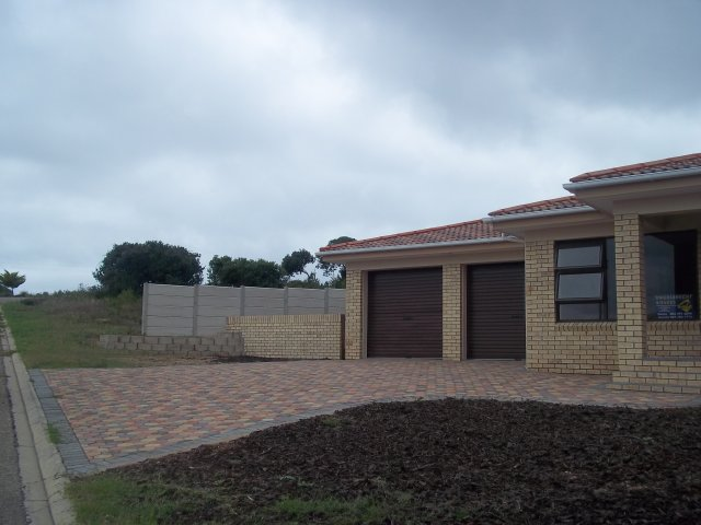 Property & Real Estate Sales - House in Reebokrif, Reebok, Garden Route, South Africa